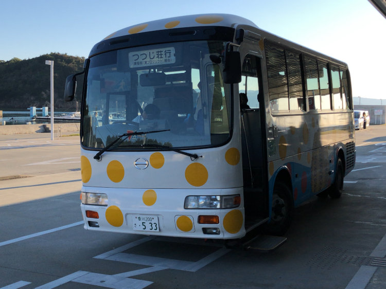直島を走っていたかわいい小型バス