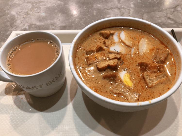 Teh (甘い熱い紅茶) とラクサ@トーストボックス アイオン オーチャード