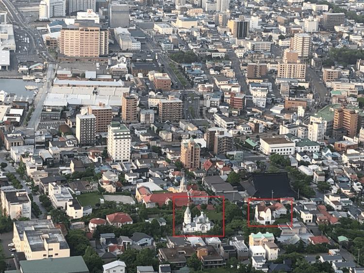 函館山から見た函館聖ヨハネ教会と函館ハリストス正教会