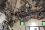 要塞にそびえ立つ十字架!洞窟の教会マドンナ・デラ・ロッカへ
